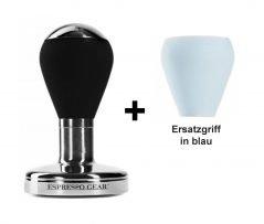 """Abbildung eines """"Espresso Gear"""" Tampers der Baureihe """"Barista"""" in schwarz plus einem Tampergriff der gleichen Baureihe in blau"""
