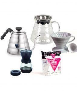 Hario Filter Set mit Handmühle, Glaskanne, Wasserkocher und Filterpapier